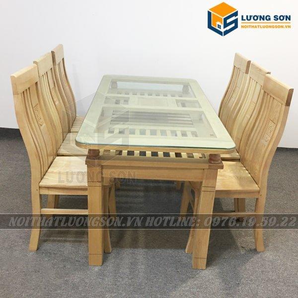 Ghế ăn được làm bằng gỗ sồi Nga. Lưng ghế hình nan uốn cong theo đường cơ thể. Ghế được sơn PU bóng mờ 50 chống xước.