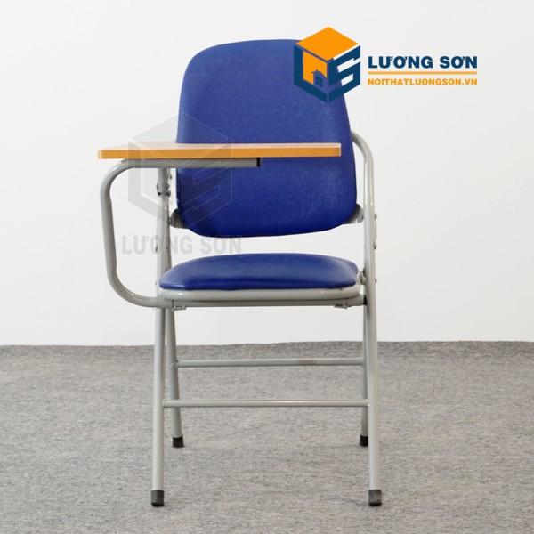 Trong trường học, ghế gấp liền bàn được sử dụng nhiều