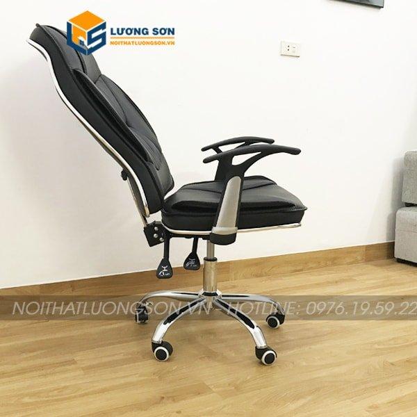 Ghế được thiết kế có 2 cần gạt, 1 cần gạt thủy lực điều chỉnh độ cao ghế, 1 cần gạt điều chỉnh độ ngả ghế