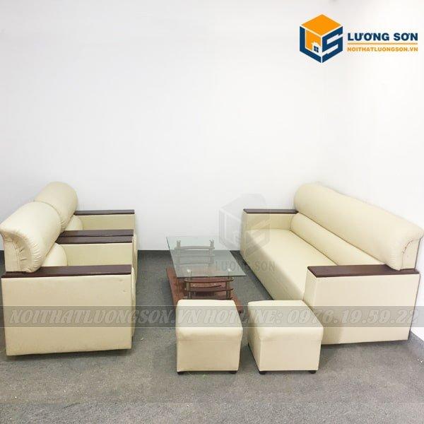 Bộ Sofa văn phòng kiểu Nhật màu trắng sữa – SFD08 thường đi kèm vơi các loại bàn trà kính uống nước