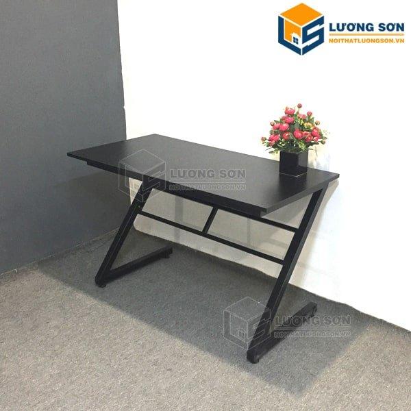 Hình ảnh thực tế Bàn làm việc chân sắt chữ Z - BCSZ01 mặt bàn màu đen