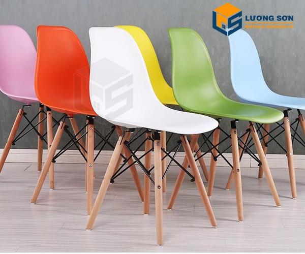 Ghế Eames chân gỗ đan có đủ màu cho quý khách lựa chọn