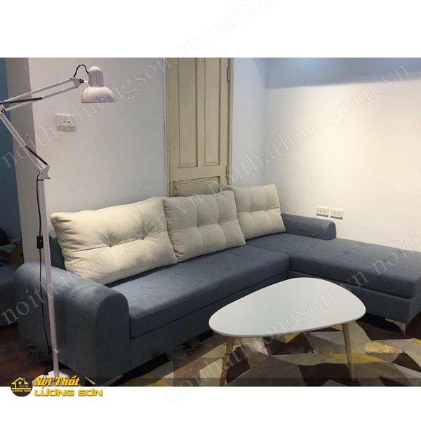Sofa nỉ với gối ôm lớn và đệm rời giúp dễ dàng vệ sinh