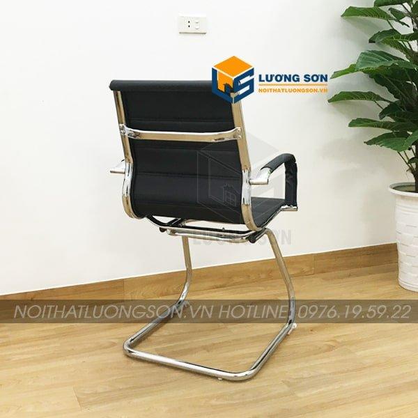 Tay ghế, lưng ghế làm từ thép mạ crome đảm bảo độ vững chắc, bền bỉ