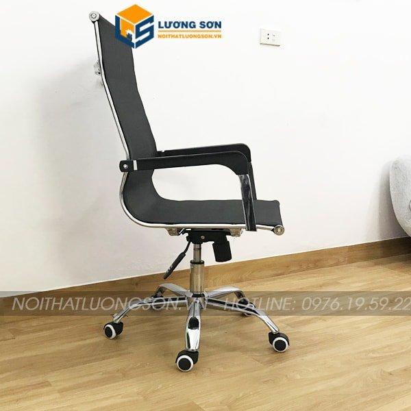 Tay ghế làm từ thép mạ crome bọc viền nhựa PVC đen chống mối mọt và trơn trượt sau thời gian dài sử dụng
