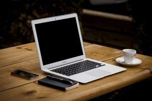 Có nên sử dụng bàn chân sắt cho không gian làm việc văn phòng?
